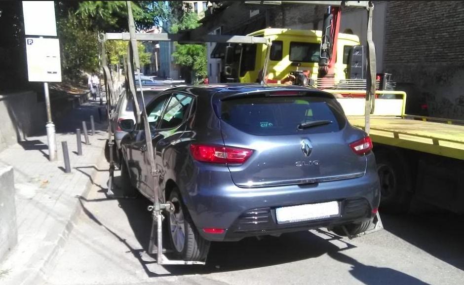 """Пајакот со """"полни раце"""" работа: Изминатата недела санкционирани 259 непрописно паркирани возила"""