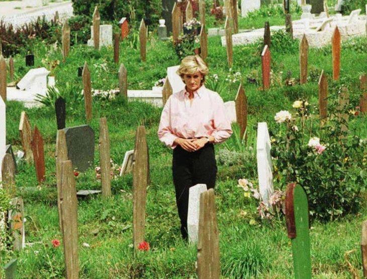 Неколку дена пред да умре принцезата Дијана направила нешто морничаво: Влегла на гробиштата во Сараево и…