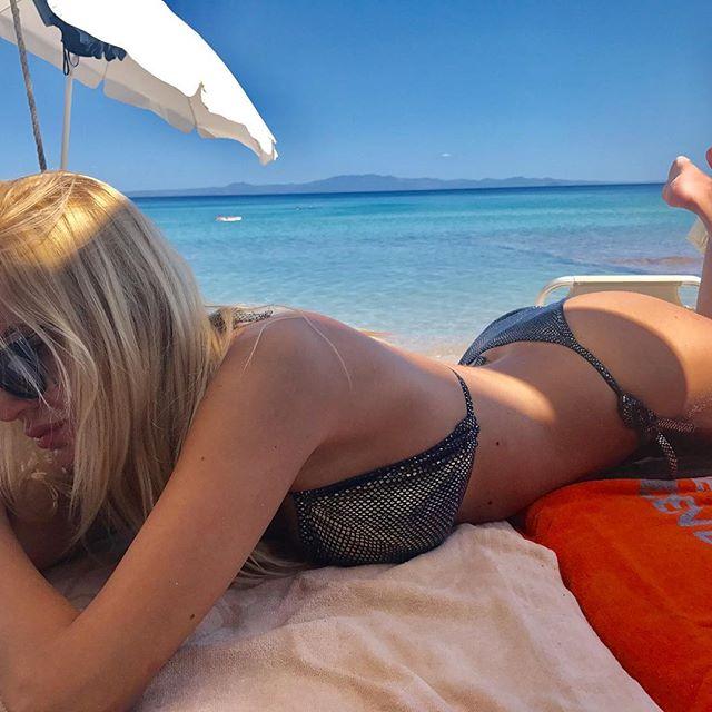 Марјана Станојковска го одзема живот во секси бикини!