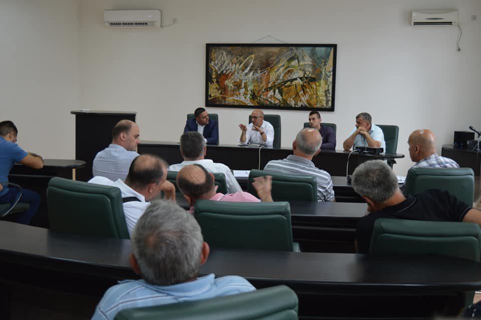 ФОТО: Јанчев заедно со министерот за земјоделство оствари средба со лозаропроизводителите и винарите
