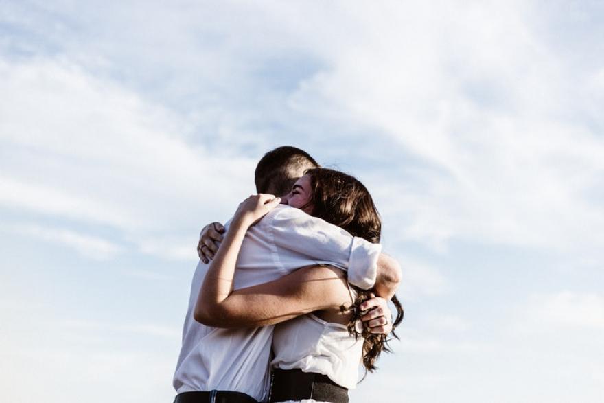 Не ги занемарувајте, прегратките се еден од најдобрите подароци од оние кои ги сакате
