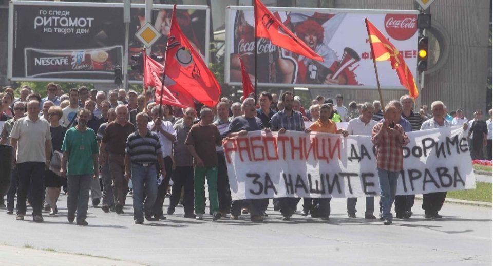 """Со мака си ги заработија парите, со уште поголема мака ги чекаат: Поранешни вработени од """"ОХИС"""" повторно на протест"""