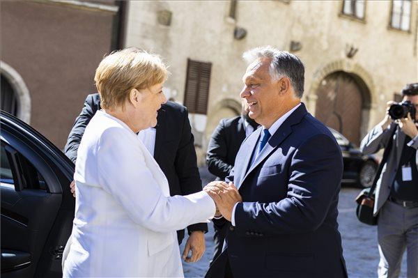 Средба Меркел-Орбан: Европа нема да биде обединета без земјите од Западен Балкан