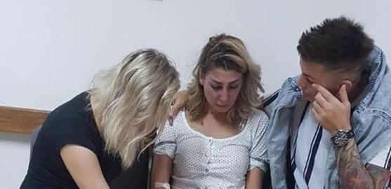 Крв на сите страни во станот: Пејачката претепана од момчето во паника замина на гинеколог за да види кои се последиците (ФОТО)
