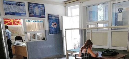 И меѓу полицајците веќе нема џентлмени: Еве како во битолската полициска станица се пополнуваат документи (ХИТ ФОТО)