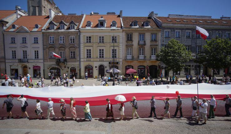 Полска ги укина даноците за младите луѓе