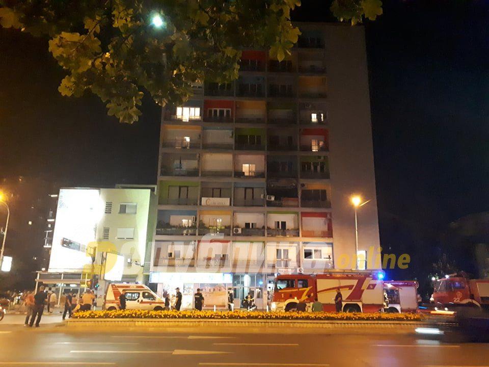 """Нема повредени во пожарот во """"папагал"""" зградата, оштетени неколку станови"""