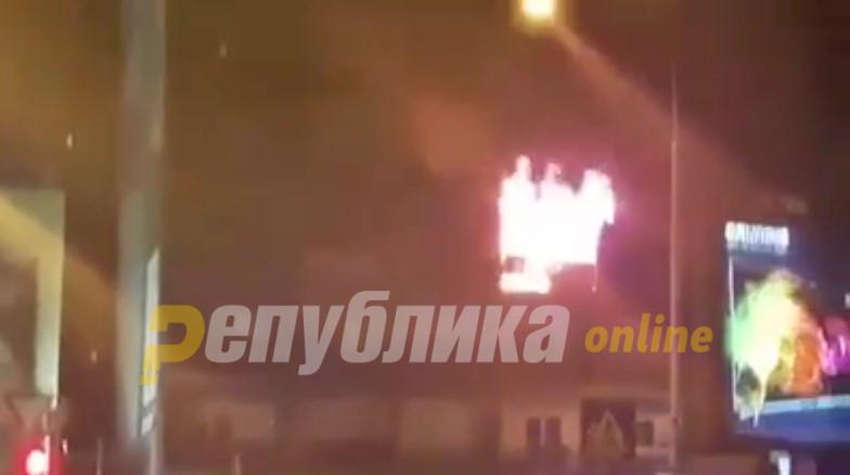 """Гори """"Папагал-зградата"""" во Центар (ВИДЕО)"""