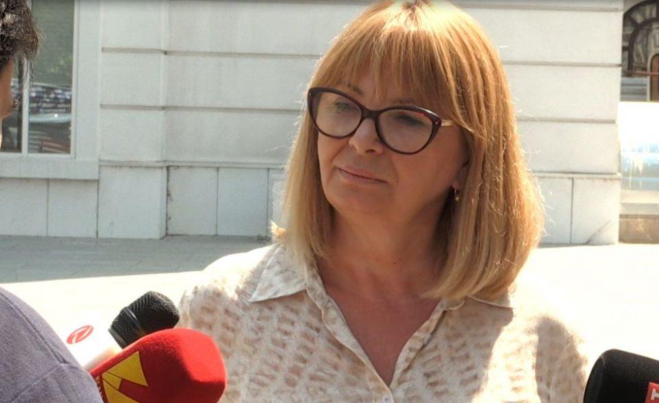 Новинар до пратеничка на СДСМ: Со кој памет држите прес пред седиштето на ВМРО-ДПМНЕ