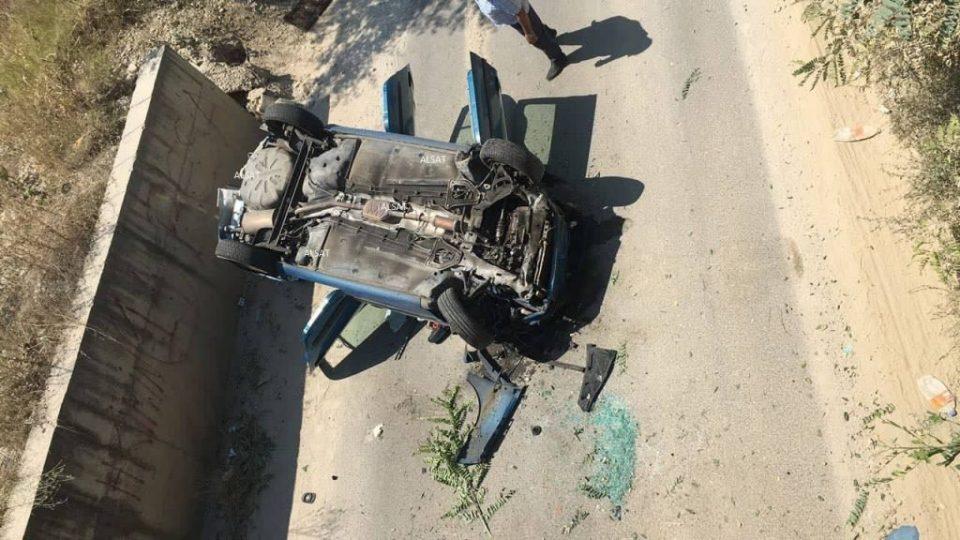 (ФОТО) Автомобил излета од патот кај клучката кај Матка, има повредeни