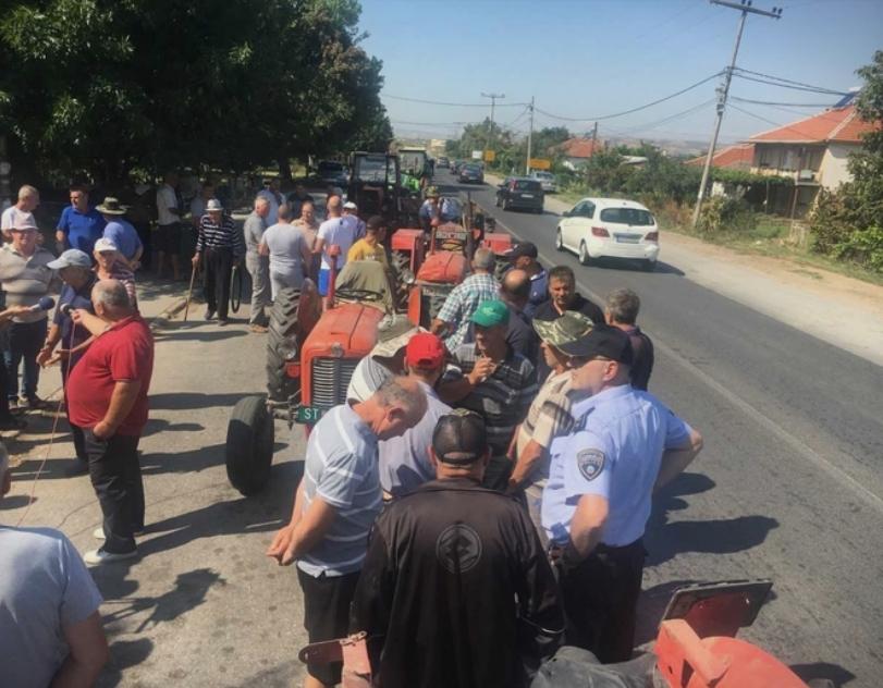 Кочанските земјоделци протестираат: Се чуствуваме изманипулирани од државата, до сега немаме добиено ниту денар