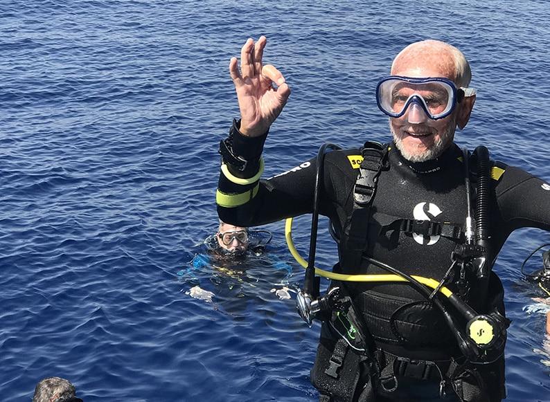 Најстариот нуркач на светот Реј Вули (96) повторно собори рекорд