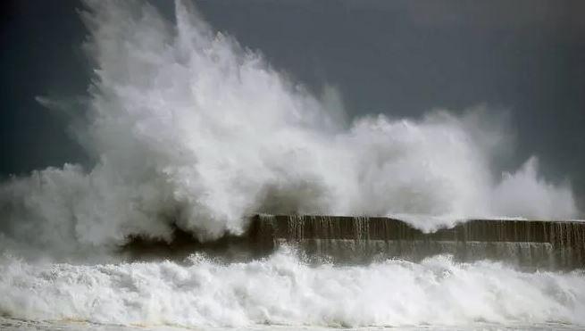 """Јапонија: Поради приближување на тајфунот """"Кроса"""" евакуација на над половина милион жители"""