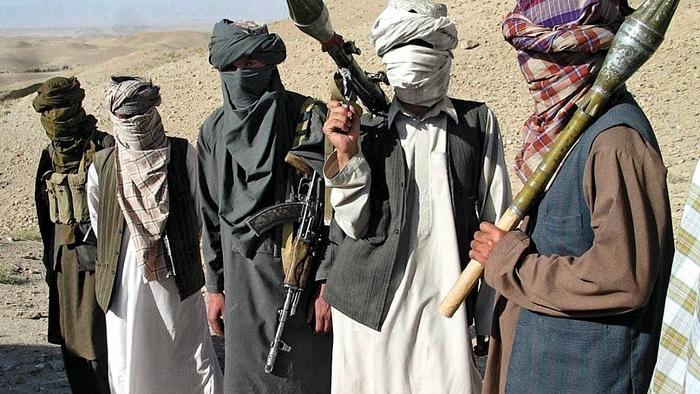Талибанци нападнаа контролен пункт, убиени 14 лица