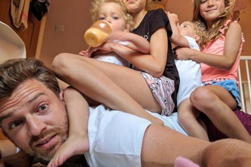 """Не е лесно да си мајка, а камоли татко! Тој одгледува 4 ќерки и сè е одлично додека не му се """"качат на глава"""""""