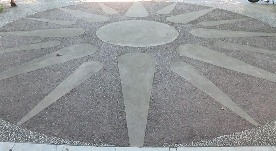 ВЛАДАТА СО НАРЕДБА : Општините да го отстранат Сонцето на Вергина од сите јавни места