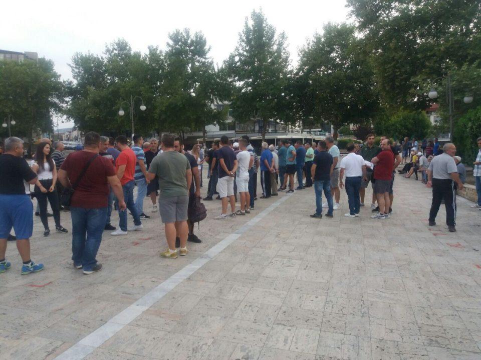 Лозарите на протест, бараат да се прогласи елементарна непогода – суша и да се добие отштета од државата (ФОТО)