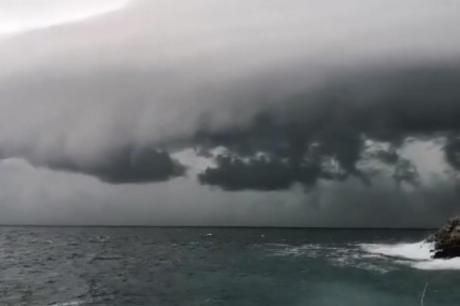 Апокалипса над Пула: Страшни облаци се појавиле на небото (ВИДЕО)
