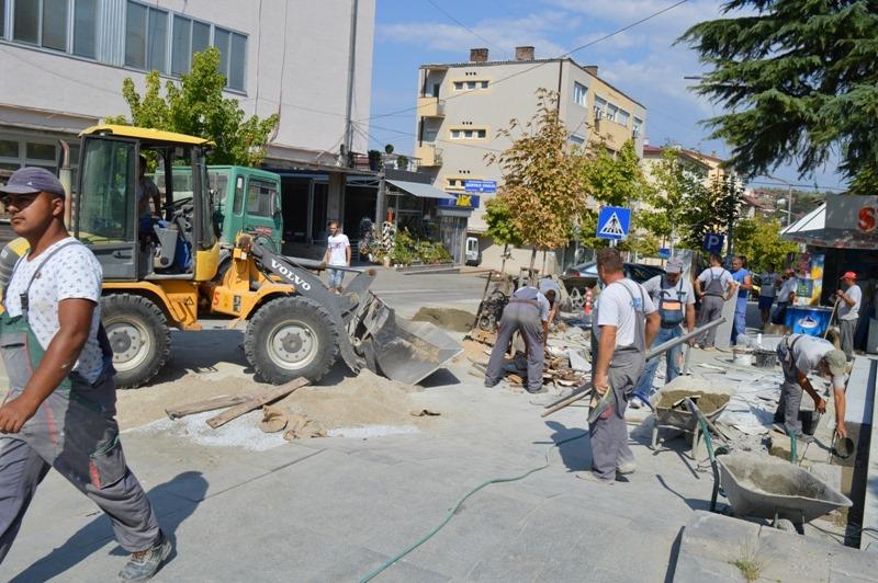 На барање на Јанчев се поплочува плоштадот во Кавадарци