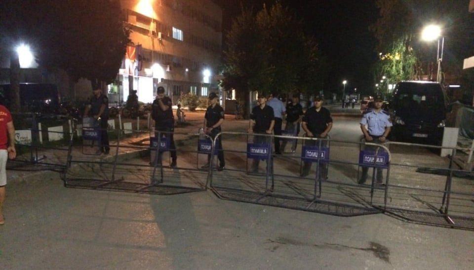 Фудбалер меѓу приведените во Волино, жителите вознемирени чекаат пред полицијата во Охрид