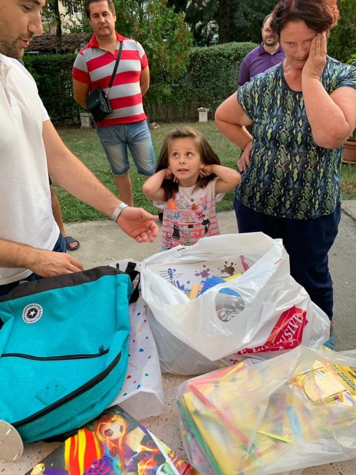 Членови на ОК Ѓорче Петров посетија неколку првачиња и им подарија училишен прибор: Детската насмевка за нас нема цена