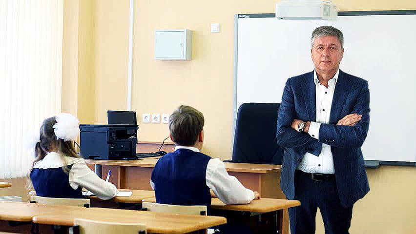 СКАНДАЛ: Градоначалникот Николчо Илијев во Кочани формира паралелки со само 1 (еден) ученик