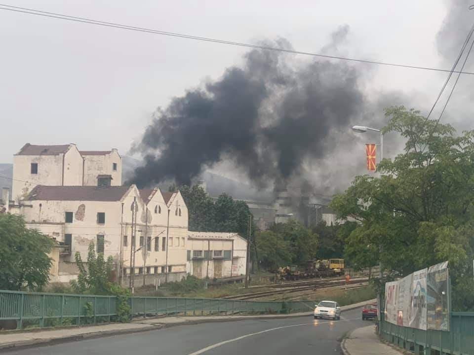 Пожар во фабриката Благој Ѓорев- велешани со денови се гушат во неподнослива миризба и чад (ФОТО+ВИДЕО)