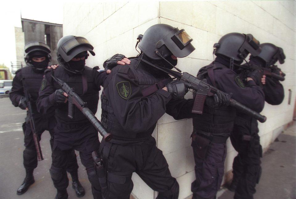 (ВИДЕО) Нов тренд во Русија: Апсење пред веридба