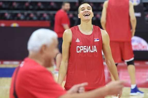 Неверојатно: Србинот Богдановиќ реди тројки и со – затворени очи! (ВИДЕО)