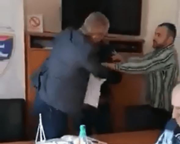 Се појави снимка од тепачката во просториите на Фудбалската федерација на Република Српска (ВИДЕО)