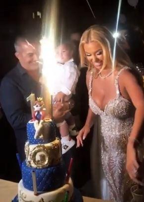 Забава која ќе се памети: Аделина Тахири го прослави првиот роденден на синот, а кога ќе видите кој српски пејач пееше ќе подзинете