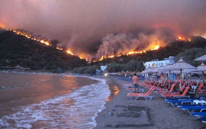 Големи пожари на овие два грчки острови каде летуваат многумина Македонци- авиони и хеликоптери едвај се борат со огнот