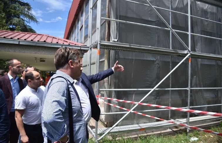 Во скопското хемиско училиште наставата се уште не е започната- причината се лагите на Шилегов кои ги ветуваше со месеци (ФОТО)