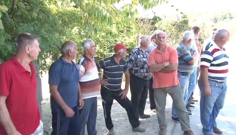 Земјоделците од општина Чашка на протест- доколку никој од власта не ги слушне нивните барања ќе доведе до масовен протест