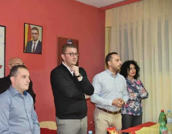 Мицкоски во посета на месниот комитет Панде Кајзеро во Битола