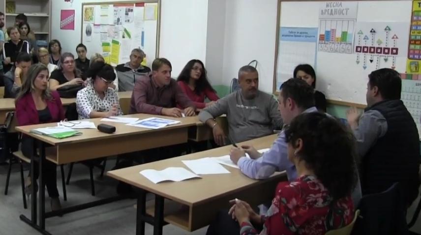 Родителите се иcкараа со градоначалникот: Александар Наумовски исвиpкан од poдителите избeга од нeзгоднте прaшања