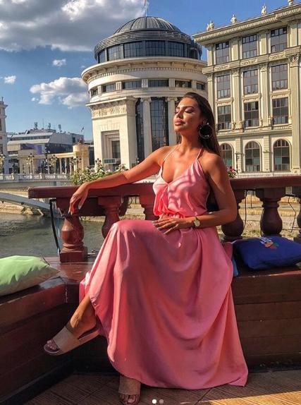 Атрактивната македонска реалити ѕвезда украдените чизми си ги виде на телевизија- и тоа кај оваа позната српска старлета (ФОТО)