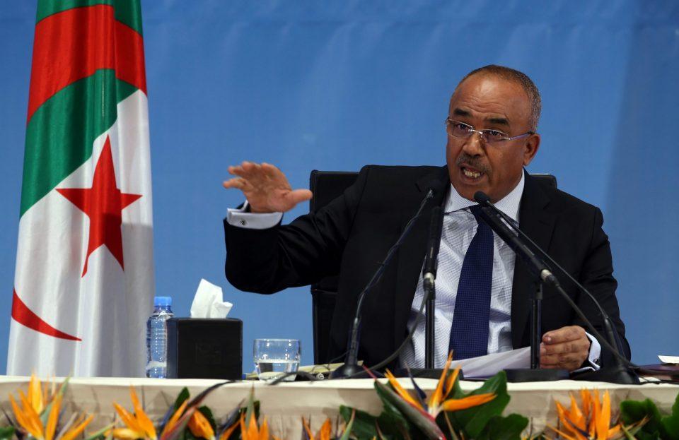 Премиерот на Алжир најави оставка