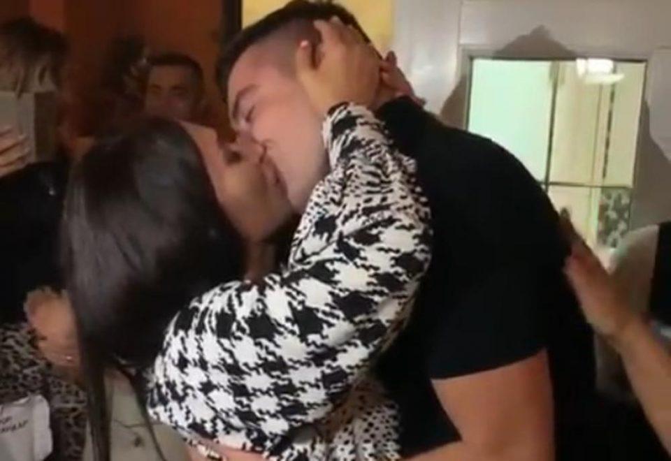 Не можеше да го чека разводот: Српската пејачка се разведе пред неколку месеци, а сега ја запроси момчето кое се уште е оженето (ФОТО)