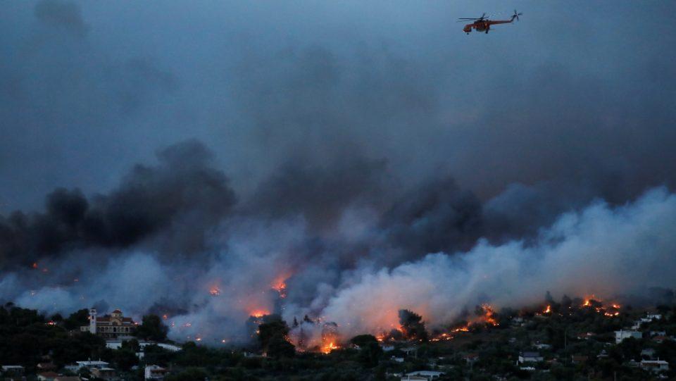 Голем шумски пожар во близина на Атина