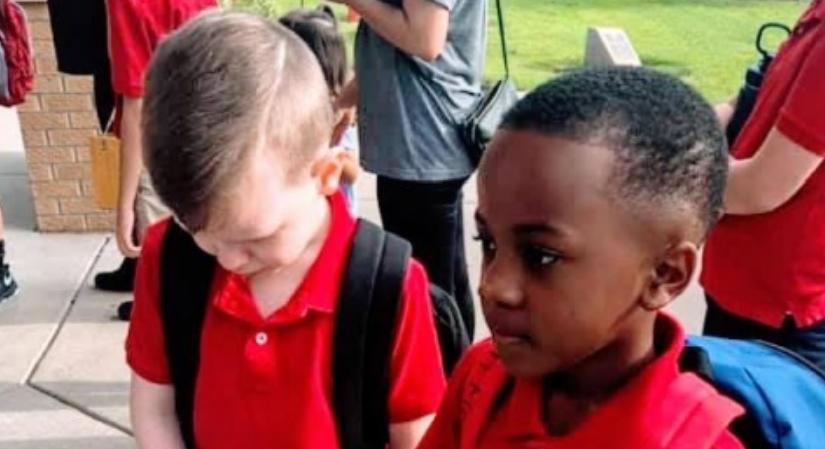 Аутистично дете плачеше на првиот училишен ден: Тоа што го направи неговото другарче е лекција за сите (ФОТО)