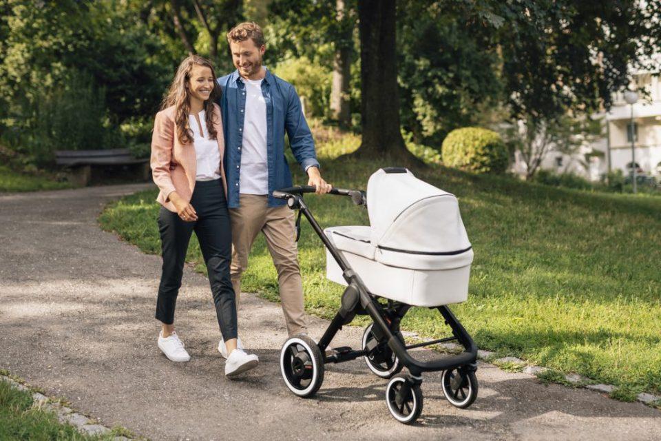 Светски тренд: Пристигна и бебешка електрична количка