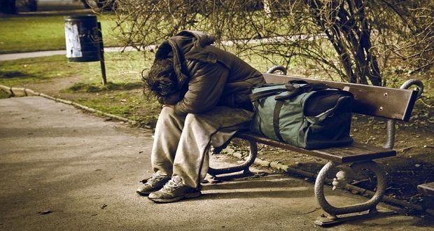 Светски ден на бездомништвото, облека и хигиенски артикли за бездомниците во пунктот во Момин Поток