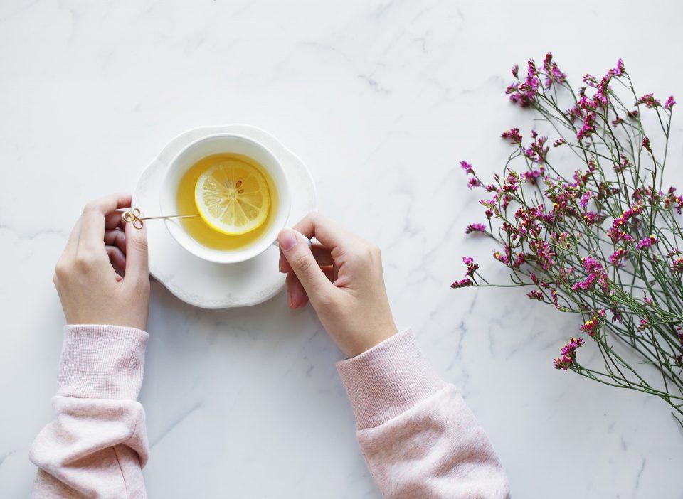 Омилен напиток за борба против стресот: Чај од лимонова трева