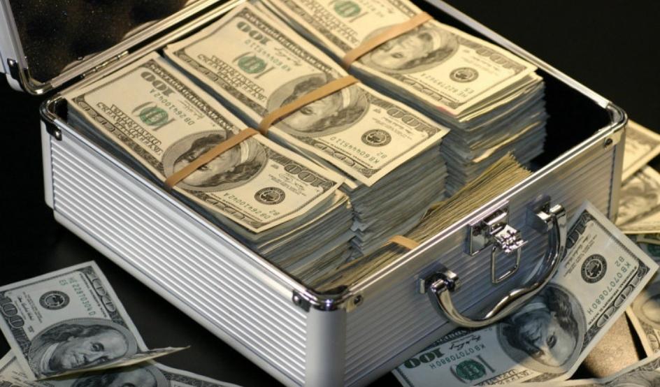 По грешка добиле 120.000 долари: Потрошиле сè, а потоа завршиле на суд