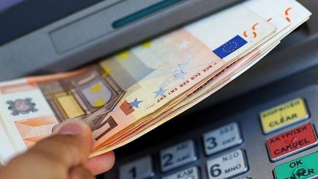 Го хакирал банкоматот и украл брдо пари, па обезбедувањето го запрашало дали му треба помош, тоа што следувало потоа е лудост