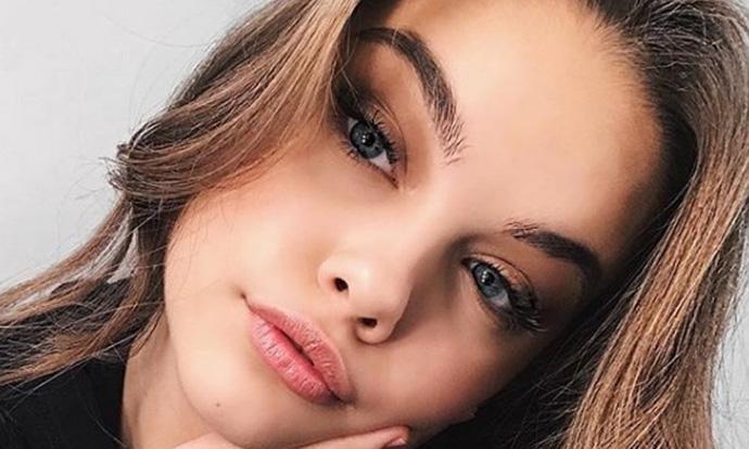 Може ли оваа млада Србинка да стане најубавата девојка во светот?