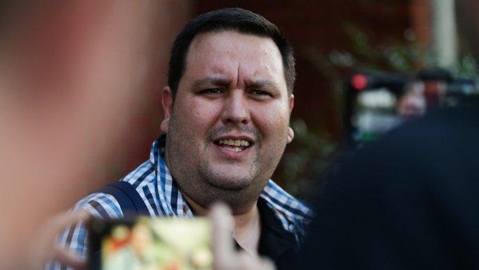 На Твитер ја навредувал полицијата: Новинар ослободен од притвор, но прогласен за виновен