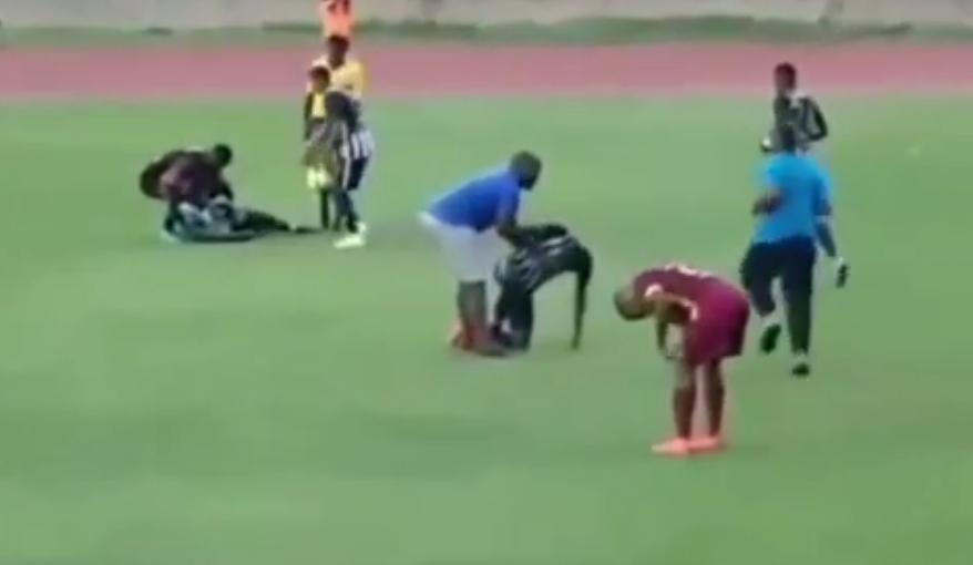 Вознемирувачко видео: Гром удри фудбалери, се срушија на земја