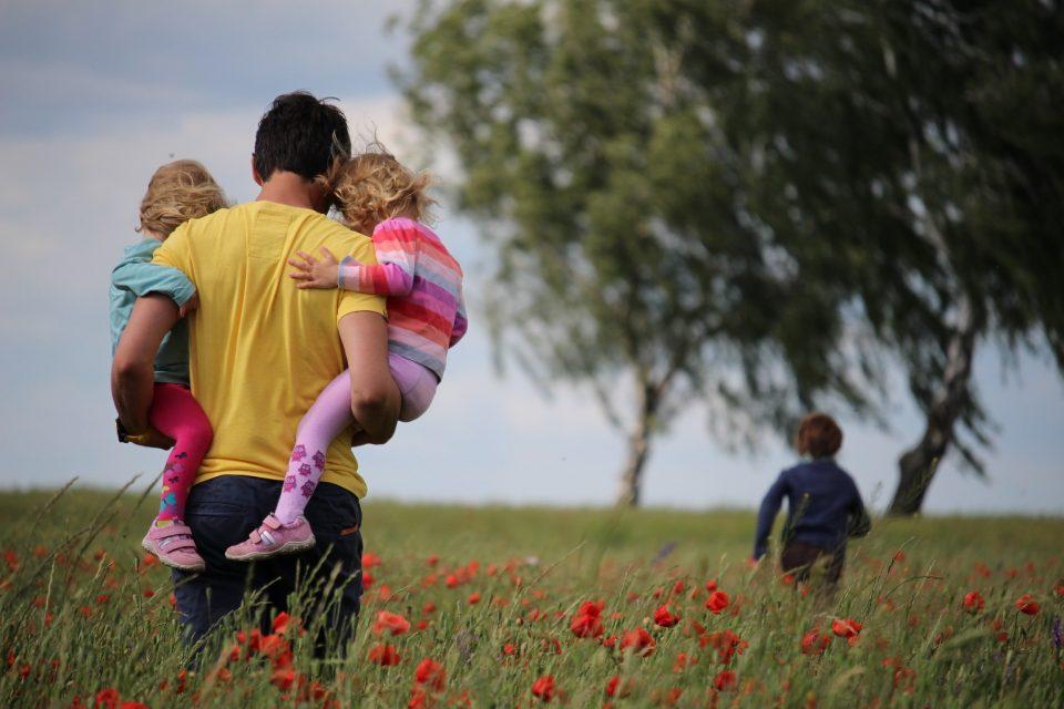 Добри родители не се само оние кои заработуваат многу пари, туку и кои се тука за своите деца